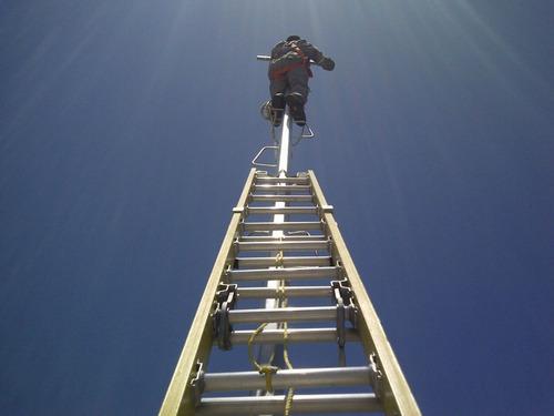 Escaleras en poliester reforzado con fibra de vidrio for Escaleras dielectricas precios