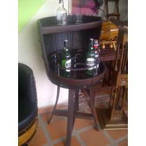 Bar Taurete O Banco En Madera Con Copero En Barril Artesanal