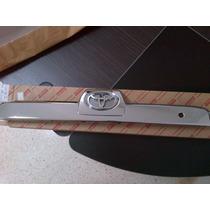 Platina De Compuerta Toyota 4runner 2006 Al 2008 Original