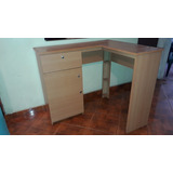 Mobiliario De Oficina Escritorio. Y Muebles De Pared Y Piso