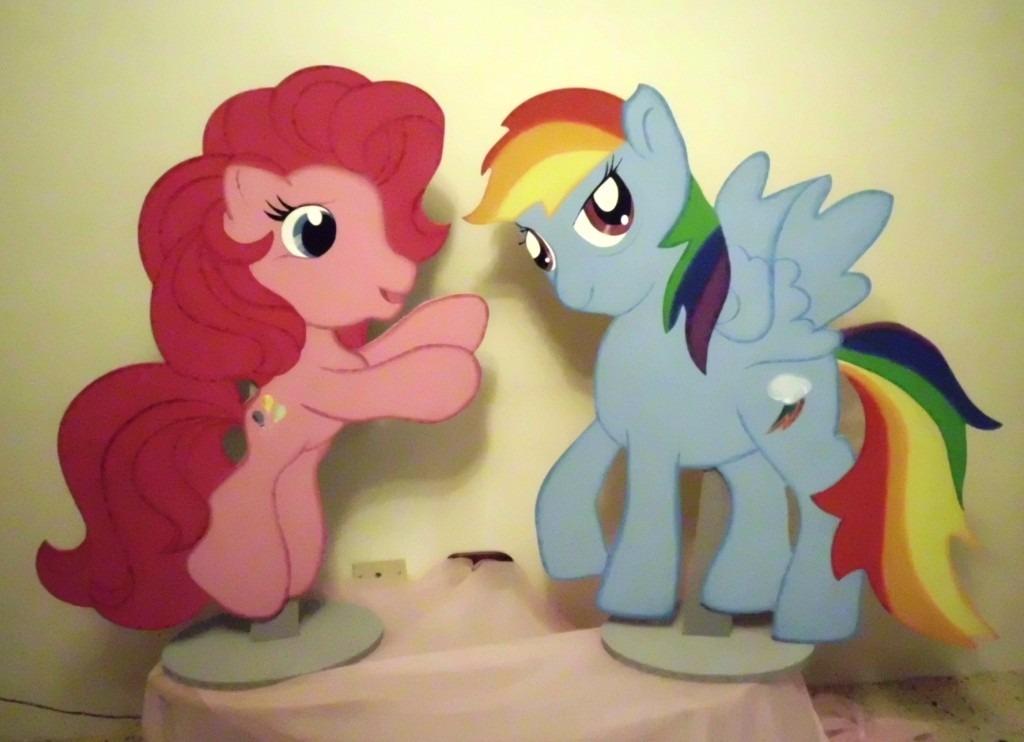 Milf atada pony de madera