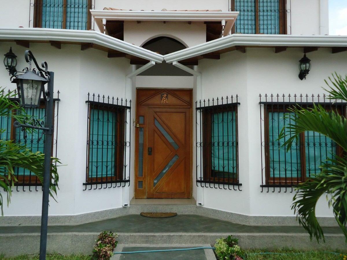 Canales de agua decorativas para tu casa libertador for Mamparas decorativas para casa