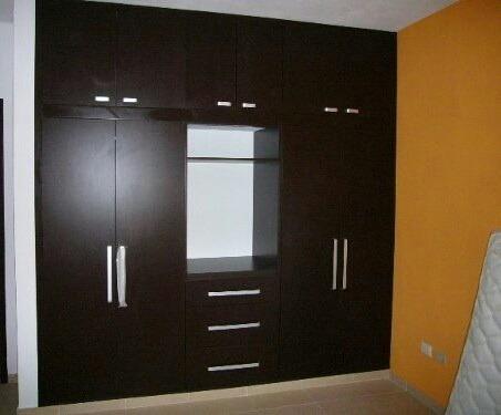 Closet moderno fotos imagui for Closets de madera modernos economicos