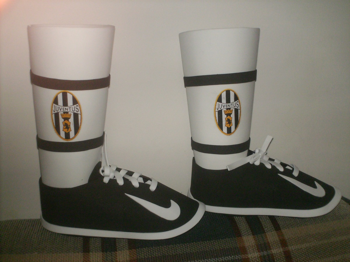 Cotillones Estilo Zapato De Futbol - BsF 85,00 en MercadoLibre