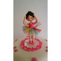 Bailarina Y Esculturas En Masa Flexible