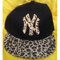 Gorra Yankees New York Animal Print Plana Ajustable Negra.