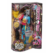 Monster High Freaky Fusion Neighthan Y Draculaura Scaris