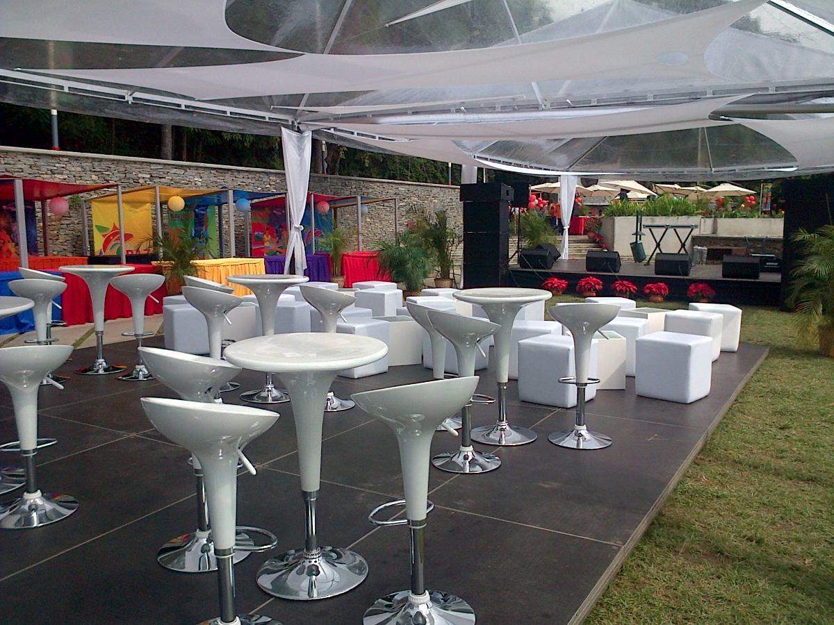 Puff con mesitas mesas y sillas altas para fiestas u for Sillas para eventos
